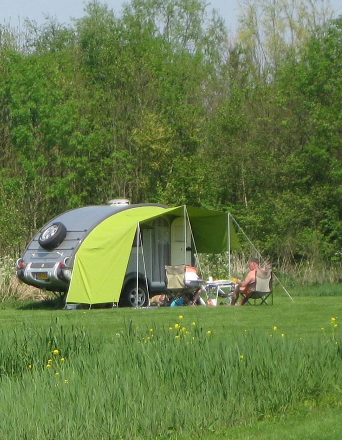 rustig kampeerterrein, bijzondere plek, dicht bij zee, platteland in de buurt van delft, den haag en rotterdam
