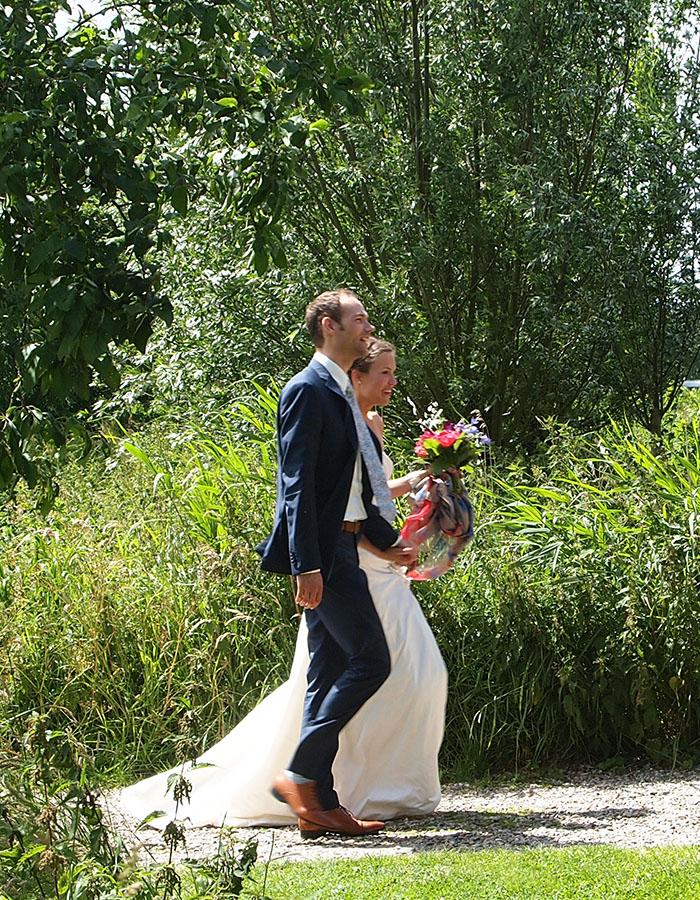 bijzondere trouwlocatie in het groen, natuurlijk trouwen, bruiloft trouwen, huwelijksceremonie op het gras, delft, den haag, rotterdam