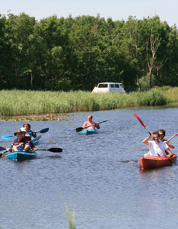 teamdag kanoën met elkaar delft, midden-delfland, bedrijfsuitje kanohuur, kano-camping delft, dagje uit met medewerkers